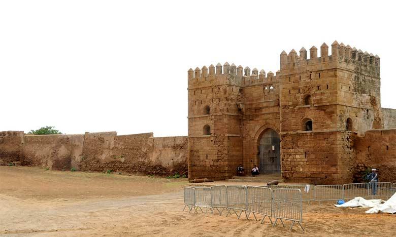 Couvrant une superficie de 35 ha, la Casbah de Mehdia surplombe majestueusement l'océan atlantique et l'embouchure de l'Oued Sebou.