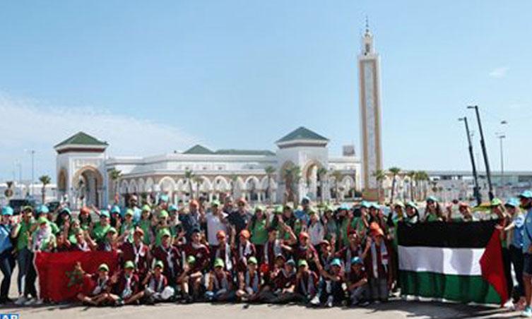 Des enfants maqdessis visitent des sites touristiques à Tanger