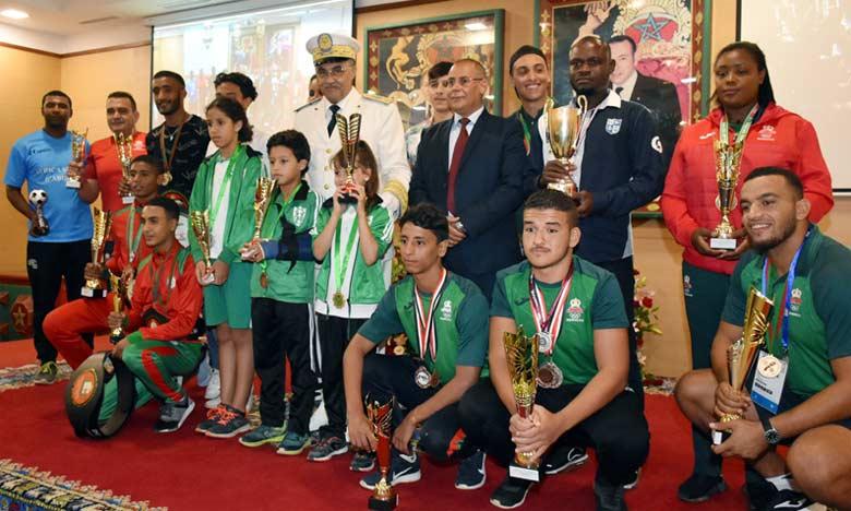 Il a été procédé, au siège de la province, à la distribution de coupes et de médailles aux jeunes athlètes de Kénitra qui ont brillé lors des manifestations sportives.