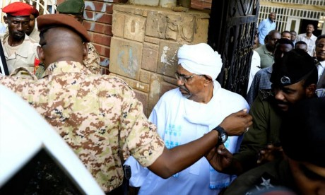 Soudan: Le président déchu Omar El Béchir jugé pour corruption