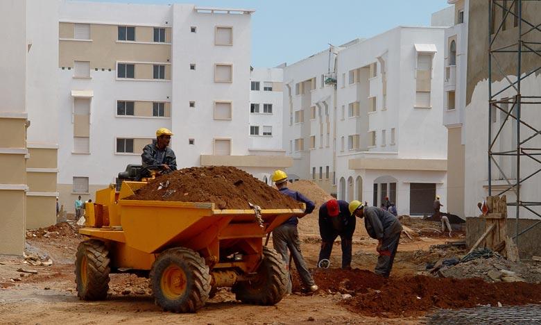 Le repli des prix reflète des baisses de 0,3% pour le résidentiel, de 1,9% pour les terrains et de 1,4% pour les biens à usage professionnel. Ph. Kartouch