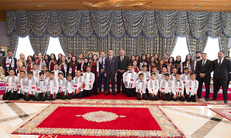 S.A.R. le Prince Héritier Moulay El Hassan reçoit les enfants d'Al-Qods participant à la 12e édition des colonies de vacances, organisée par l'Agence Bayt Mal Al-Qods Acharif