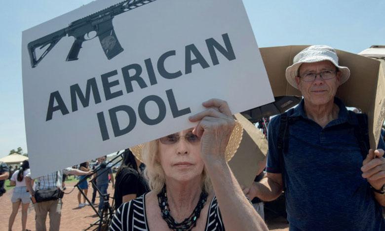En plein deuil, les Américains toujours divisés sur les armes à feu