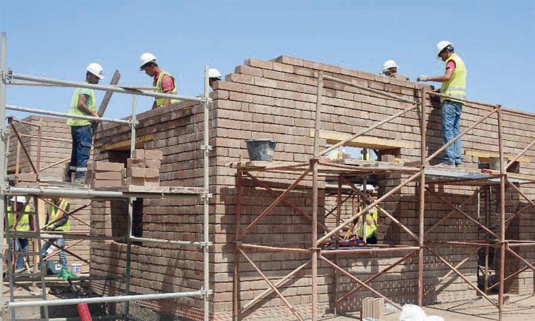 Plus de 400 étudiants venus du monde entier construisent, jusqu'au 27 septembre, à la plateforme de recherche «Green & Smart Building Park» de Benguérir, la meilleure maison intelligente et durable. Ph. DR
