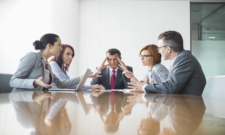 Si un conflit s'inscrit dans la durée au point que les collaborateurs adoptent les uns envers les autres des comportements de sabotage, là il faudra réellement intervenir. Ph : shutterstock.