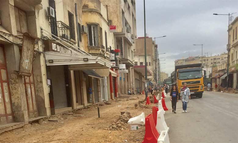 Les travaux de réaménagement, qui vont durer 12 mois, portent, entre autres, sur l'élargissement  de la chaussée permettant la création de 5 voies de circulation de 2,20 m chacune.