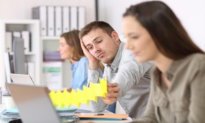 Lors des réunions ou des échanges, le collaborateur désengagé ne donne plus son avis. Pour lui, cela ne sert à rien puisqu'aucun changement  positif n'est à prévoir. Ph : shutterstock.