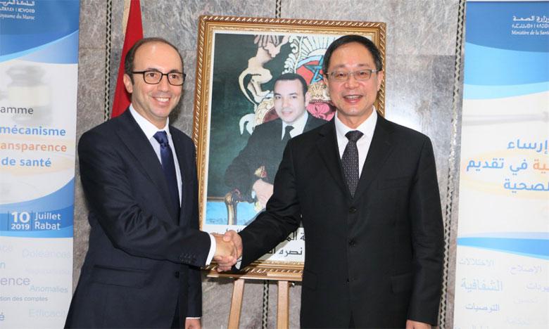 Anas Doukkali, ministre de la Santé, et Yu Xuejun, vice-ministre de la Commission nationale  de la santé de la République populaire de Chine.