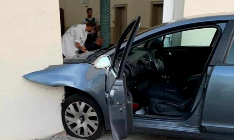 Un automobiliste fonce sur une mosquée en France, un acte d'un déséquilibré