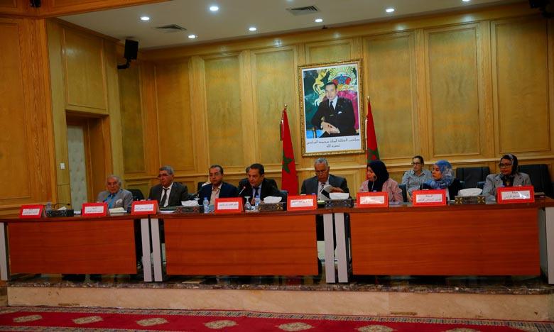 Session extraordinaire du Conseil de la région de l'Oriental, tenue lundi à Oujda en présence du wali de la région et gouverneur de la préfecture d'Oujda-Angad, Mouad El Jamai. Ph : MAP