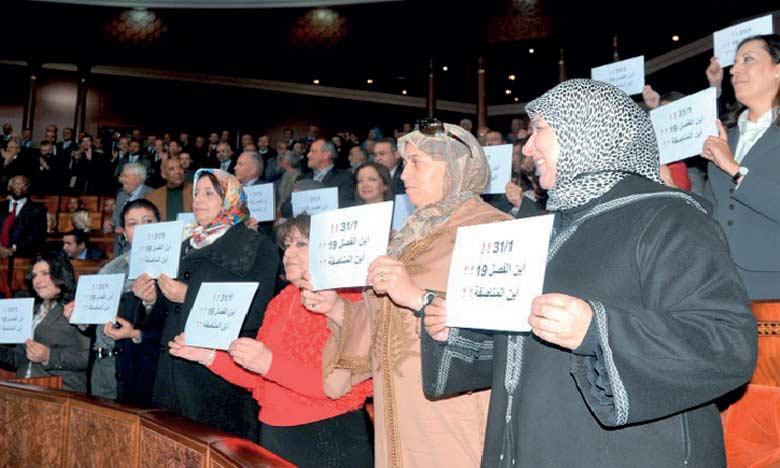 Les intervenants ont rappelé que la Constitution de 2011 a apporté des acquis considérables en matière des droits de la femme.
