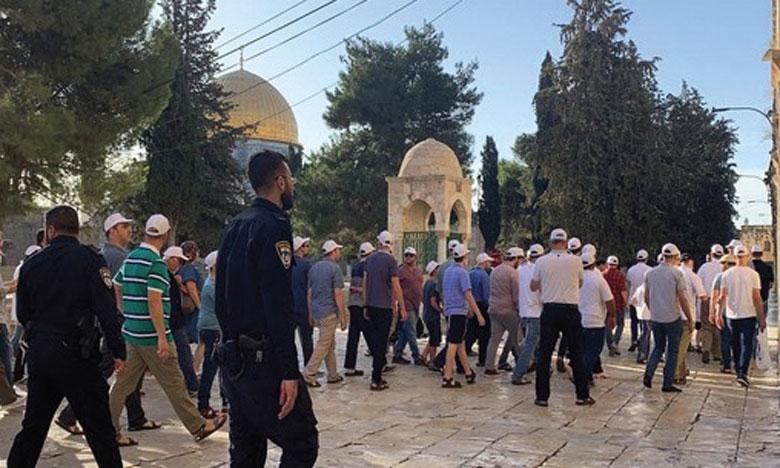 Des centaines de colons envahissent Al-Aqsa