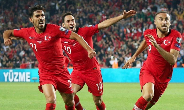 Les joueurs de la sélection turque ont fait polémique vendredi en célébrant leur but inscrit contre l'Albanie (1-0), dans le cadre des éliminatoires de l'Euro 2020, en mimant un salut militaire. Ph :  AFP