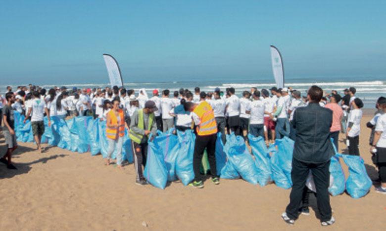 Le groupe CAC organise une opération de nettoyage  de la plage de Aïn Diab