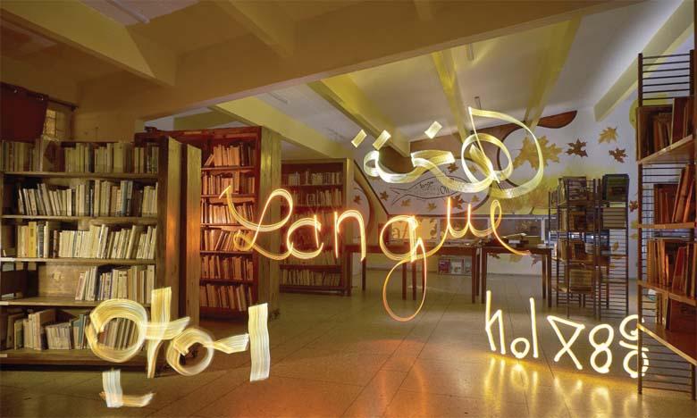 Première photographie réalisée à la médiathèque par les participants de l'atelier de light painting pour l'exposition  «Une langue en voyage, des cultures en partage».