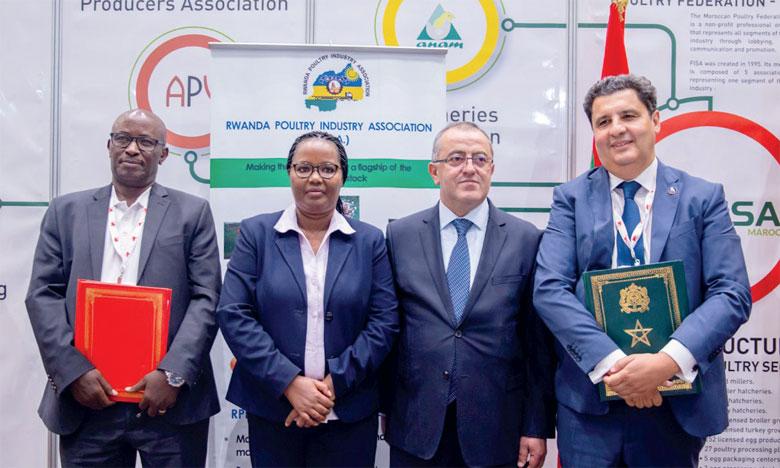 Les représentants de la FISA, de l'Ordre national des vétérinaires et de l'Association marocaine de pathologie aviaire ont tenu une réunion de travail avec la ministre rwandaise de l'Agriculture et des ressources animales
