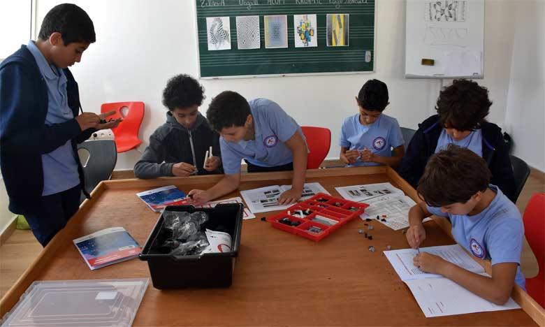 Les cours de robotique permettent aux enfants de se préparer aux métiers de demain.  Ph. Sradni