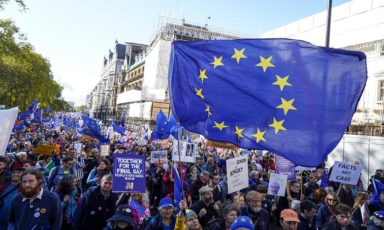 Brexit: des dizaines de milliers de manifestants à Londres pour un second référendum