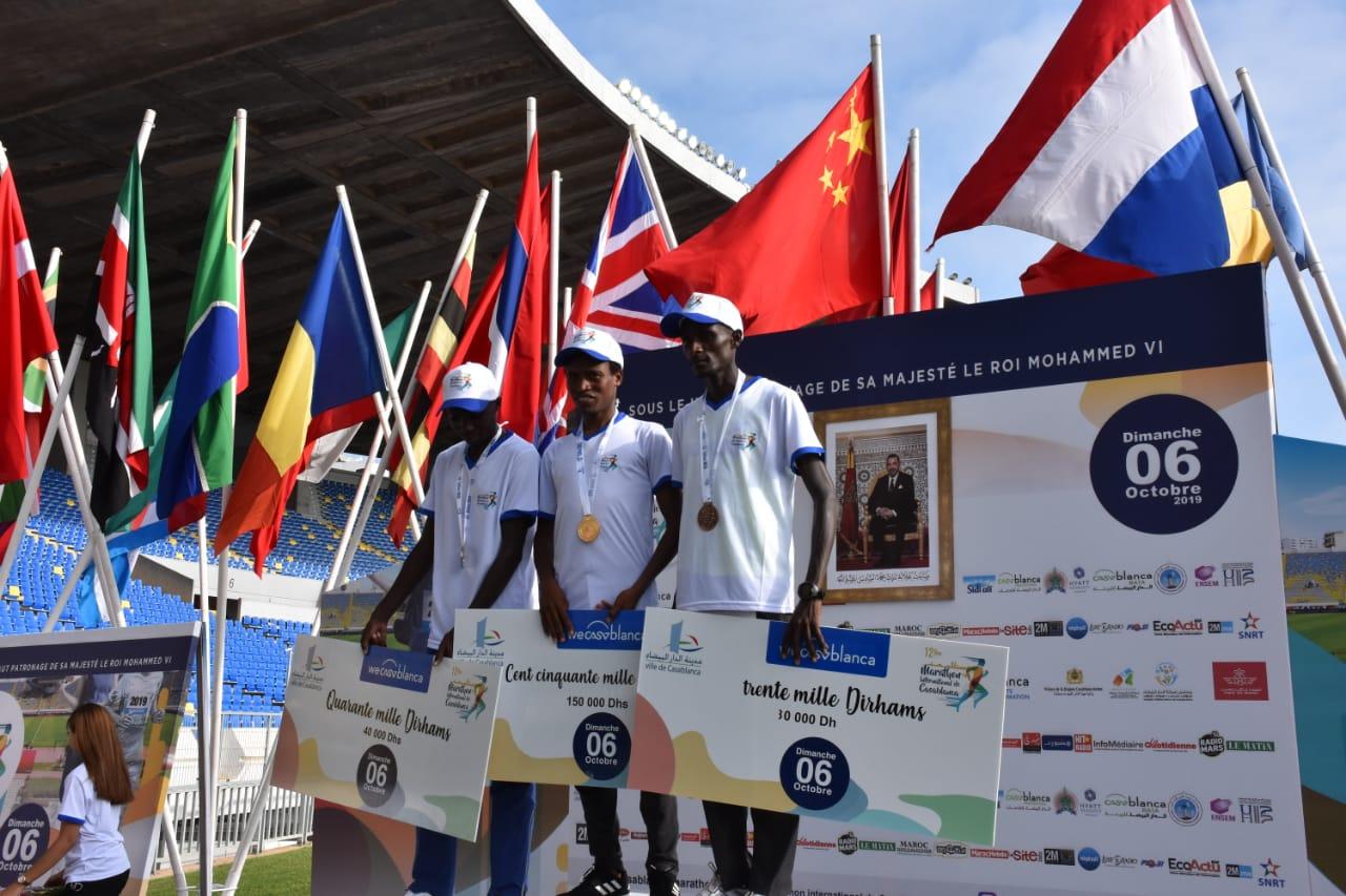 Le Kényan Sammy Kigen Korir a devancé ses deux compatriotes Jonathan Yego Kiptoo (2:10:28) et Kotut Jackson Kipkoech (2:11:37). Phs. Seddik