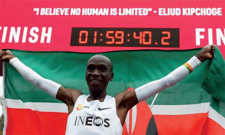 Le Kényan Eliud Kipchoge réussit le défi de briser la barre mythique de deux heures