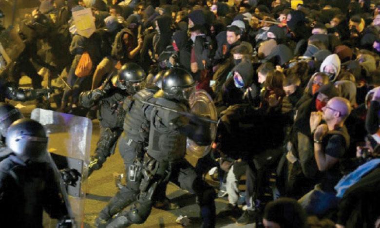 Le gouvernement dénonce  la violence des manifestations