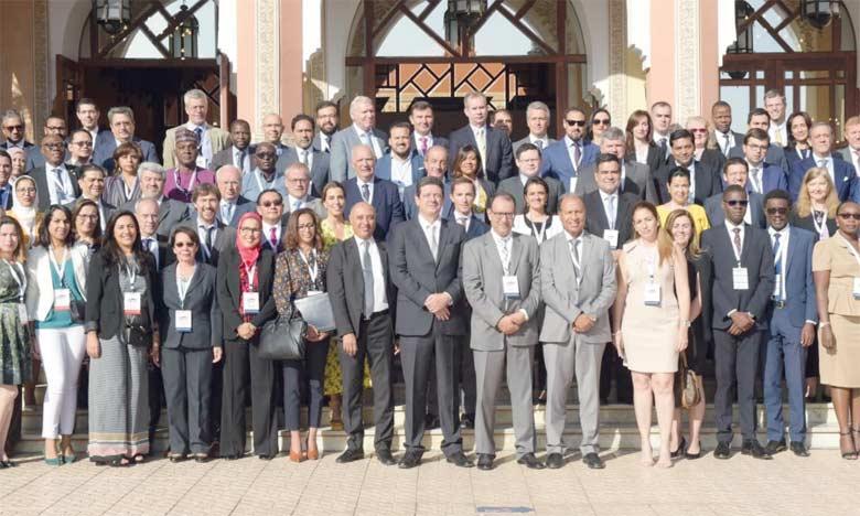 Photo de famille de l'événement organisé sur le thème  «Administration fiscale et développement».