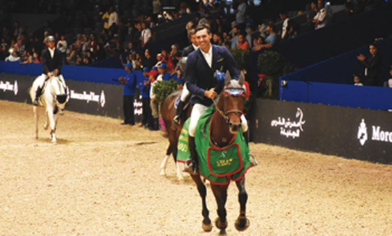 Le cavalier Italien Roberto Torchito montant «Baron» effectuant un tour d'honneur après sa victoire au Grand Prix S.M. le Roi Mohammed VI à El Jadida. Ph. Saouri
