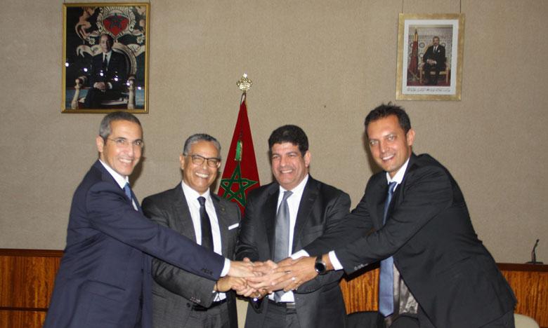 Les contrats ont été signés par  Abderrahim El Hafidi, directeur général de l'ONEE, Mustapha Bakkoury, président de Masen et par la Société de projet « Boujdour Wind Farm ».