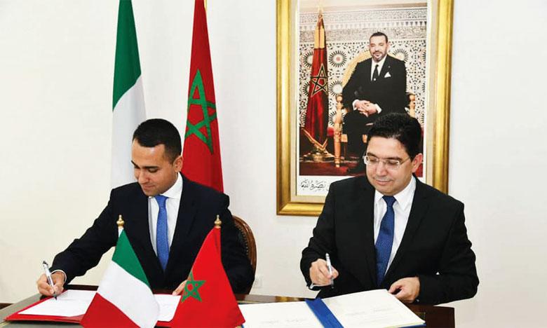 Le ministre italien des Affaires étrangères et de la coopération internationale, Luigi di Maio, et le ministre des Affaires étrangères, de la coopération africaine et des Marocains résidant à l'étranger, Nasser Bourita.