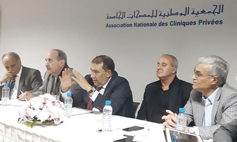 Les cliniques privées appellent  à un débat national