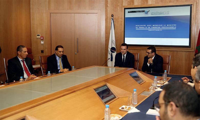 Mohamed Bachiri intervenant lors de la rencontre de concertation avec Mohamed Amkraz sur la  promotion de l'emploi au Maroc.       Ph. MAP