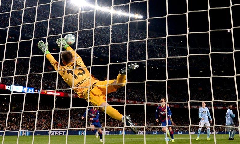 Auteur de son premier triplé de la saison, L'Argentin, a eu droit à une nouvelle ovation du Camp Nou, Lionel Messi a encore porté le FC Barcelone à la victoire face au Celta Vigo (4-1). Ph :  AFP