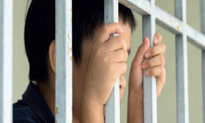 Malgré l'évolution positive qu'enregistrent les cadres législatifs et institutionnels, plusieurs enfants sont en détention ou dans des institutions de protection d'enfants.