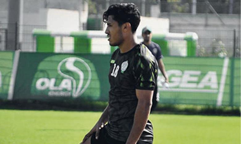 Abdelilah Hafidi, tout juste de retour du Qatar, a foulé la pelouse du complexe Al Oasis pour la première fois depuis des mois.
