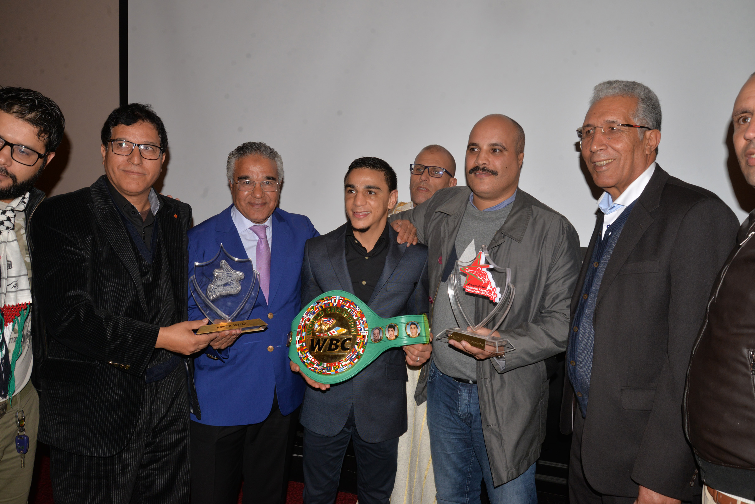 Le triple champion du monde des poids coq WBC, Oubaali, s'est dit «fier» de pouvoir partager sa victoire avec les sportifs et le public marocains. Ph : Aicpress