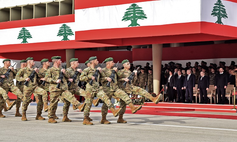 Le défilé militaire traditionnel organisé chaque année sur le front de mer s'est mué en modeste parade en matinée. Ph. AFP