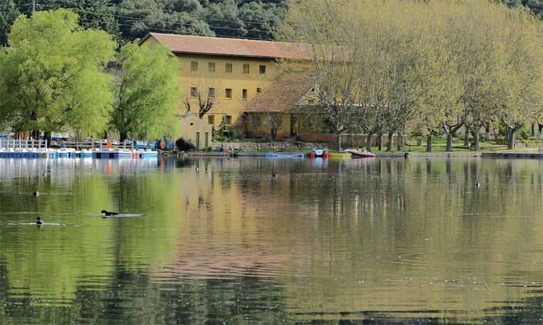 Dayet Âoua, dont les ressources en eau sont fortement menacées, figure parmi les six lacs prioritaires du Moyen Atlas pour la mise en place de la phase pilote du projet.