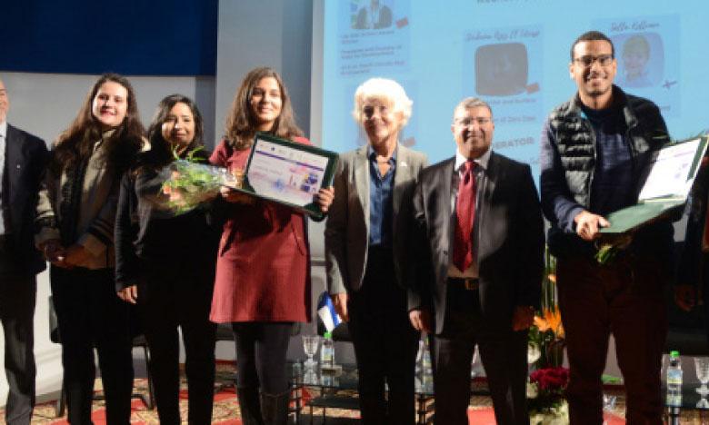 Les lauréats du deuxième concours de la meilleure production journalistique autour de la jeunesse et la citoyenneté à l'Institut supérieur de l'information et de la communication.