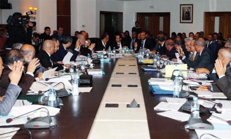 Les conseillers votent en majorité en faveur du très controversé article 9