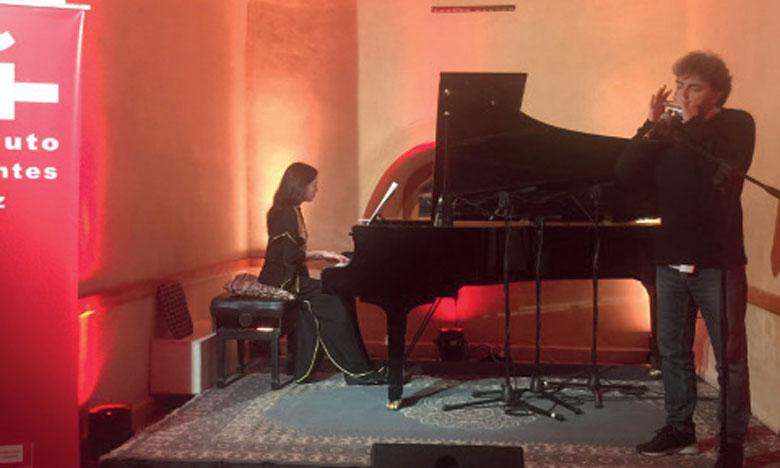 Un concert sensationnel animé par le duo Antonio Serrano, harmonica, et Constanza Lechner, piano