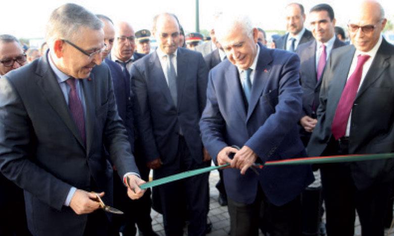 Abdellatif Guerraoui, président-directeur général du Groupe Auto Hall, en compagnie de Khatib El Hebil, wali de la région de Béni Mellal-Khénifra et gouverneur de la province de Béni Mellal.