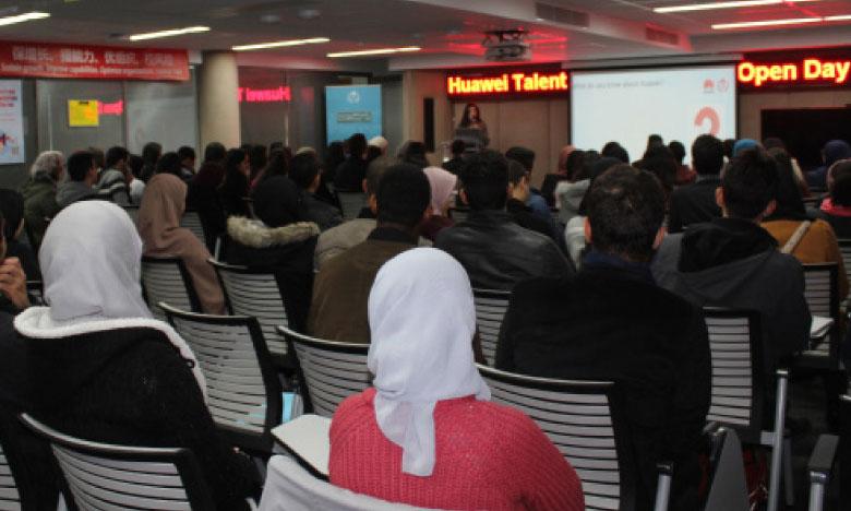 200 étudiants à la journée porte ouverte de Huawei Maroc