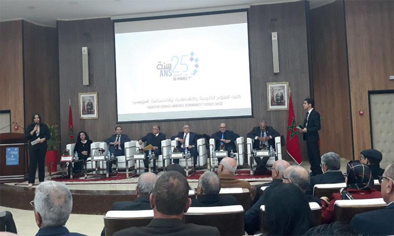 Pour fêter son 25e anniversaire, la Faculté a organisé une cérémonie en présence, notamment  du président de l'Université Mohammed V, du doyen de la Faculté et des enseignants-chercheurs.