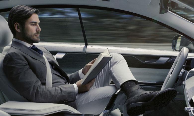 Se garer, freiner, démarrer ou circuler dans un parking : les manœuvres que peuvent effectuer les voitures autonomes, malgré leur contenu technologique pléthorique, sans intervention humaine demeurent limitées.