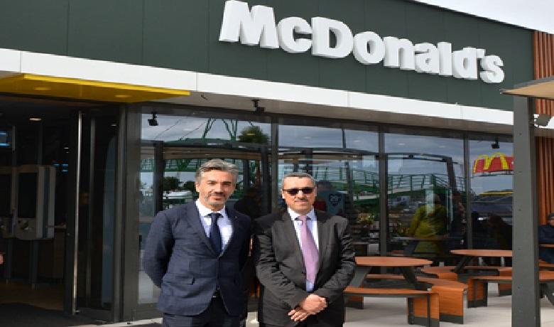 Driss El Alami, vice-président directeur général de McDonald's Maroc (à gauche) et Anouar Benazzouz, directeur général de ADM.