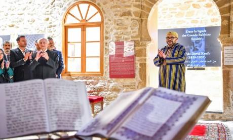S.M. le Roi, Amir Al-Mouminine, visite «Bayt Dakira», un espace spirituel et patrimonial de préservation et de valorisation  de la mémoire judéo-marocaine