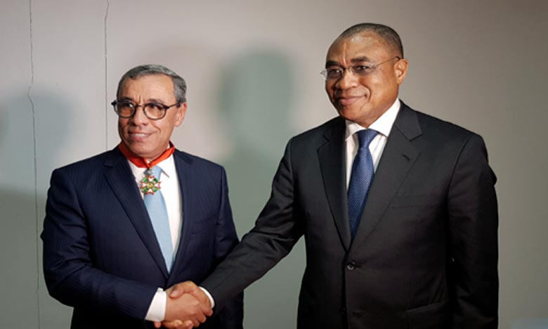 Mohamed Karim Mounir a souligné que cette décoration constitue un encouragement de taille pour maintenir le cap en faveur de la coopération maroco-ivoirienne d'exception. Ph : MAP