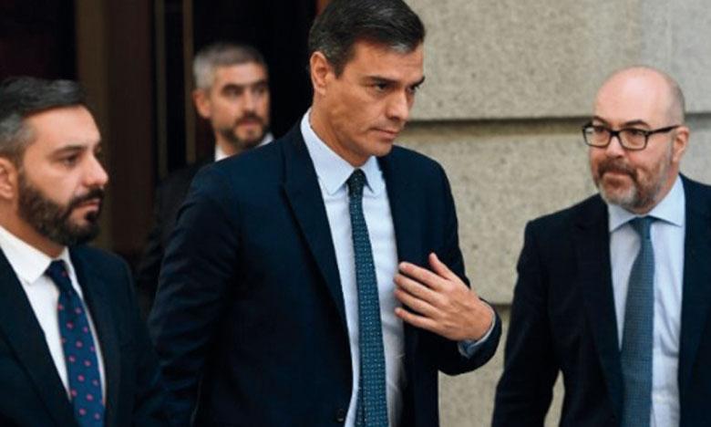Le gouvernement espagnol conduit par le leader socialiste, Pedro Sanchez (au centre), est composé pour la première fois de membres de deux formations politiques, le Parti socialiste ouvrier et la coalition Unidas Podemos.                 Ph. AFP