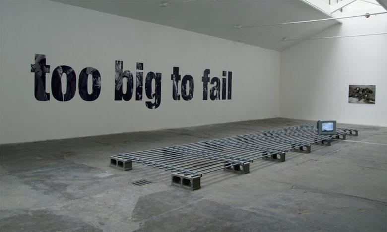 Installation de Oliver Ressler «Après la crise c'est avant la crise».