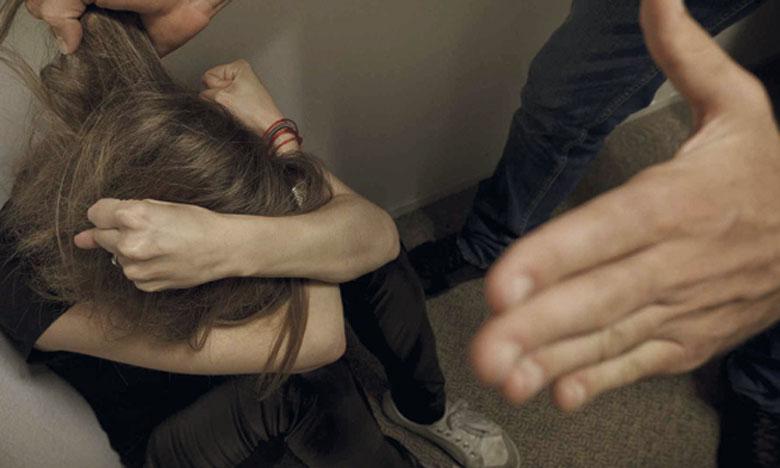 «Kolonamaak» a pour objectif de signaler tout abus ou violence dont seraient victimes les femmes et les filles,  et de les orienter vers les autorités compétentes.